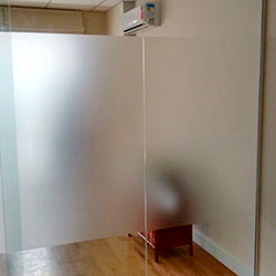 Adesivo jateado para divisória de vidro em escritório SP