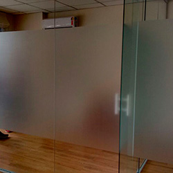 Adesivo jateado em vidro para escritório em SP