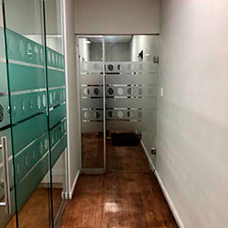 Aplicação de adesivo jateado com recorte - Santo Amaro - São Paulo