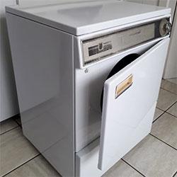 Envelopamento de secadora de roupas com branco fosco - Lapa - São Paulo