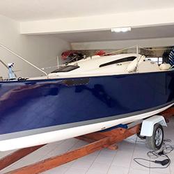 Envelopamento de veleiro em Mairinque com Azul Marinho